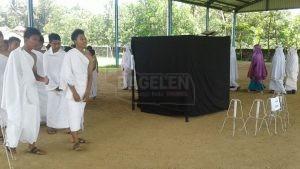 Manasik Haji di Lapangan Indoor SMP Negeri 17 Purworejo. (Wid)