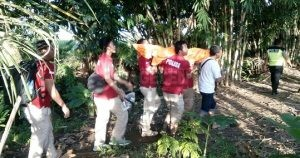 Petugas lantas membawa jenazah Suhadi ke RSUD dr. Tjitrowardojo Purworejo. (Wid)