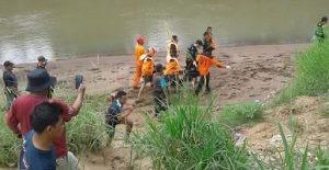 Jenazah korban dievakuasi oleh tim gabungan Basarnas Yogyakarta, SAR BPBD Kabupaten Purworejo, Rapi Purworejo, relawan, serta TNI Polri dan dibantu oleh warga masyarakat. (Wid)