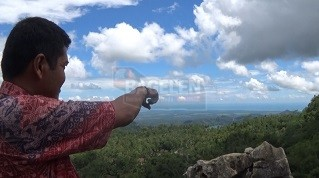 Dari gardu pandang pengunjung juga bisa melihat Waduk Sermo dan Samudera Indonesia. (Wid)