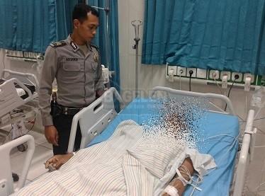 Terduga pelaku PY selanjutnya dilarikan ke RSUD dr. Tjitrowardojo Purworejo, untuk mendapat perawatan medis. (Wid)